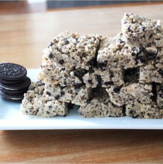 I love all things Oreo and I'm crazy about Hershey's cookies & cream candy bars. When adding those two ingredients to a classic Rice Krispies treats, it makes an excellent dessert. Cookies & Cream Rice Krispies Treats are a no-bake delicious treat that everyone loves!