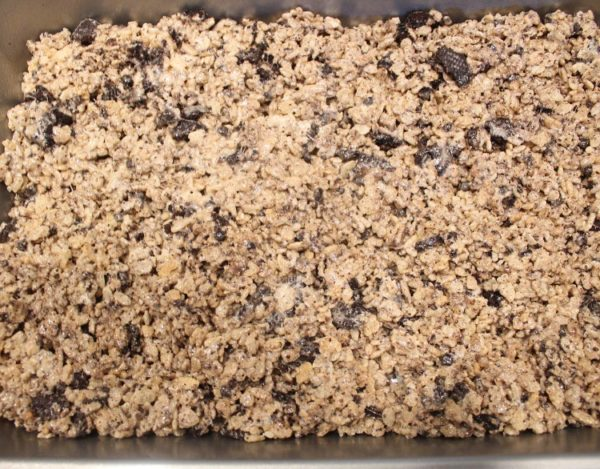 I love all things Oreo and I'm crazy about Hershey's cookies & cream candy bars. When adding those two ingredients to a classic Rice Krispies treats, it makes an excellent dessert.Cookies & Cream Rice Krispies Treatsare a no-bake delicious treat that everyone loves!